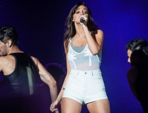 Oriana cantó en el Eco Fashion Show y el make-up estuvo a cargo de Fabiana Pereyra