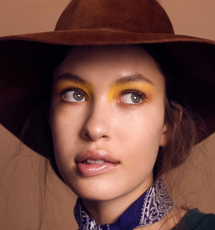 Maquillaje con colores de temporada