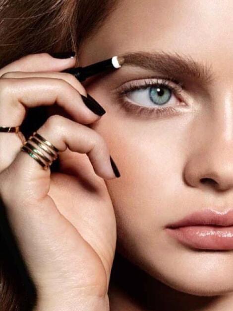 Diez consejos para usar poco maquillaje