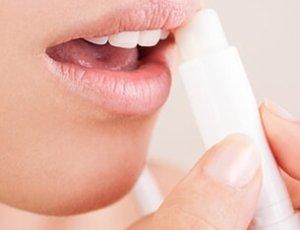 Cuidado de los labios antes de viajar en avion