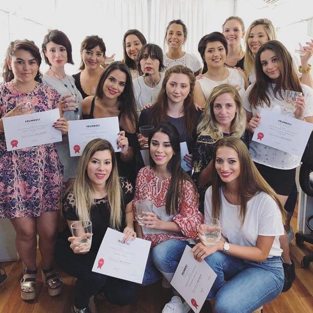 Aprender maquillaje profesional en escuela frumboli