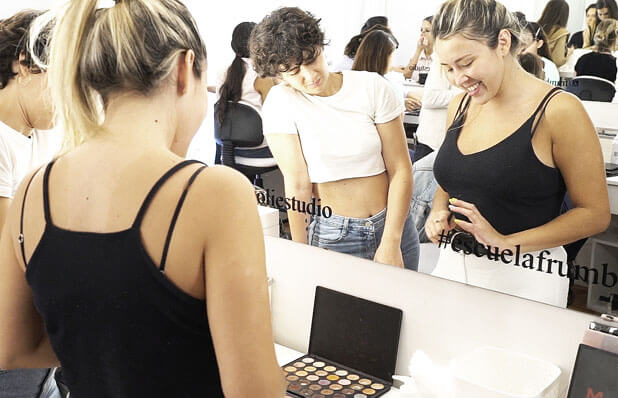 Aprender maquillaje en Escuela Frúmboli