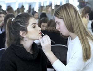 curso maquillaje profesional - practicando