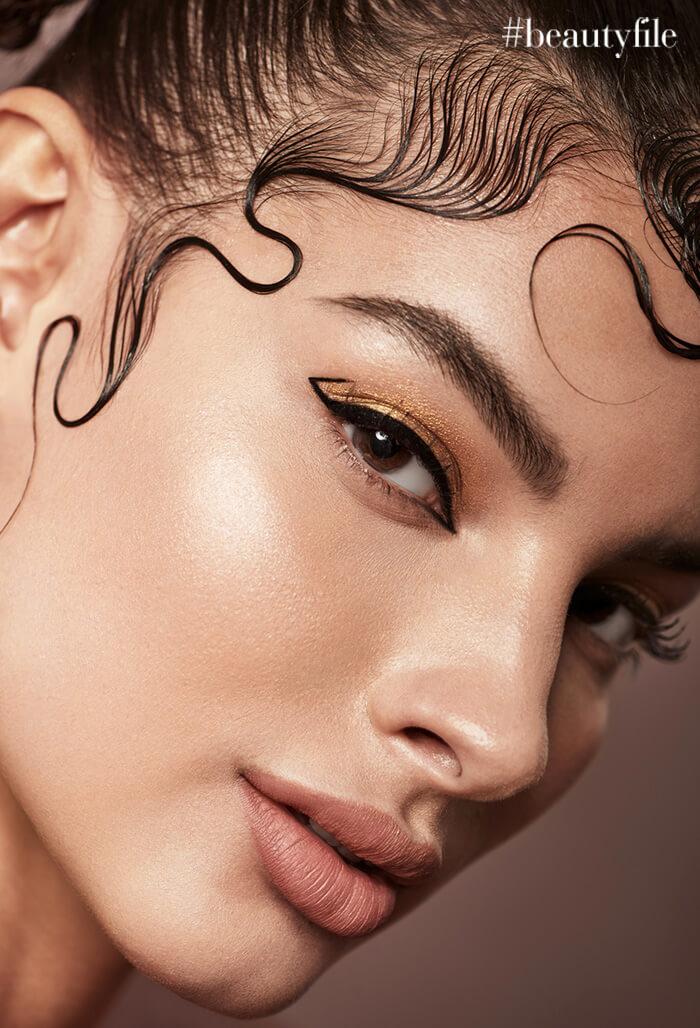 Camila Romero - Look delineado geometrico