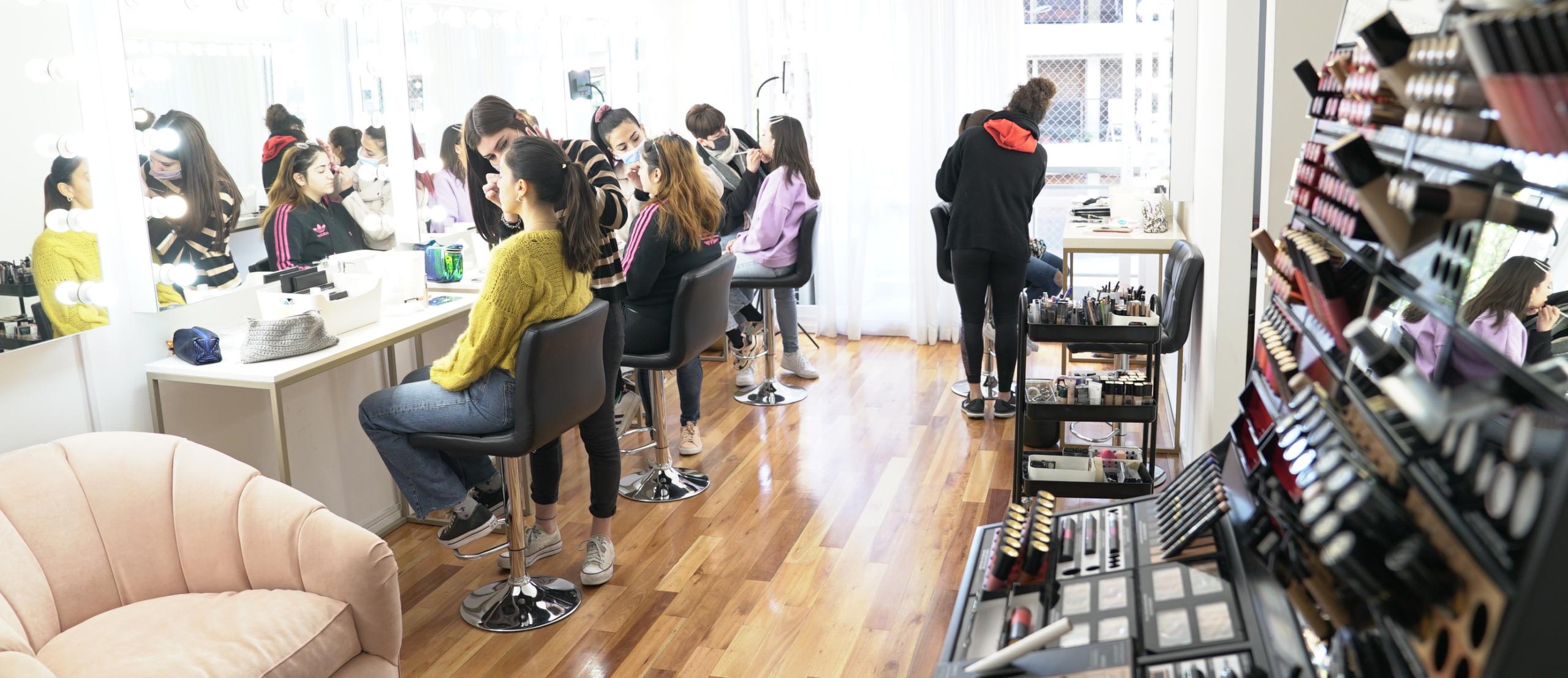 Escuela de Maquillaje Profesional Frúmboli